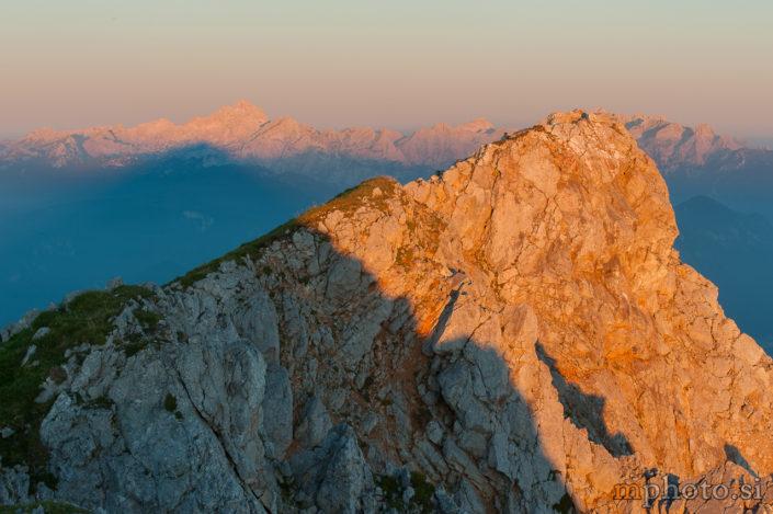 Vrh Stola, v ozadju Triglav