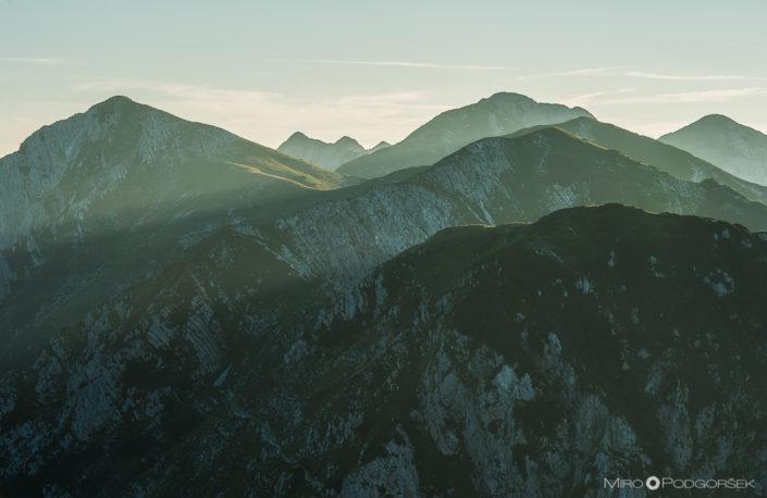 Matajurski vrh, Poljanski vrh, Veliki in Mali Raskovec, v ozadju Novi vrh